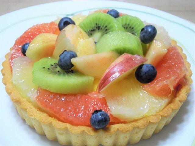 ルミエールアキ:フランス菓子、タルト・オ・フリュイ、フルーツ