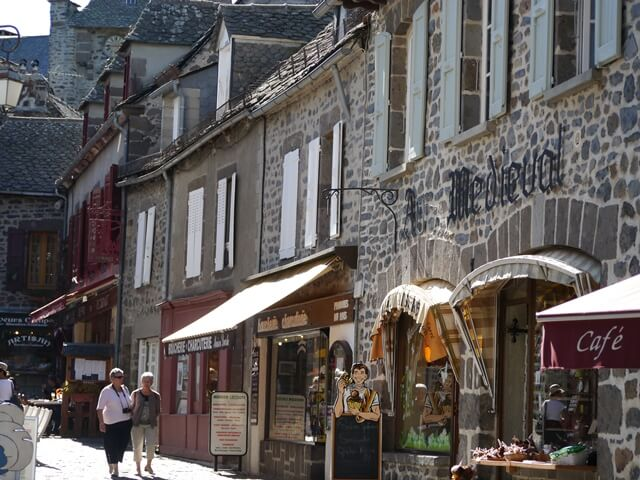ルミエールアキ:フランス・オーヴェルニュ地方・チーズ・サレール